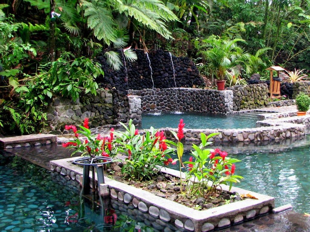 4 in 1 Safari + Waterfall+ Volcano + Eco termales Tour