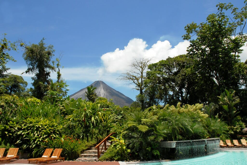 4 in 1 Safari+ Waterfall + Volcano + Tabacon Hot Springs Tour